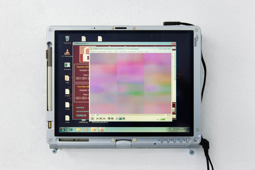 Damian Dziwis Digital Art Videoinstallation laptop